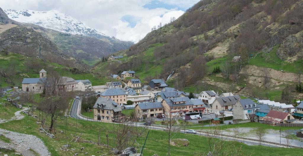 Le village de Gavarny en été