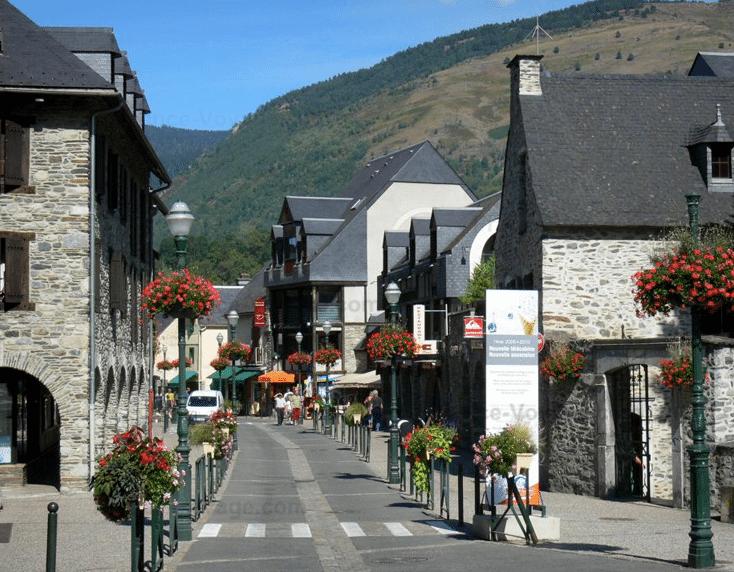 Saint-Lary Soulan (et son village dans la vallée)