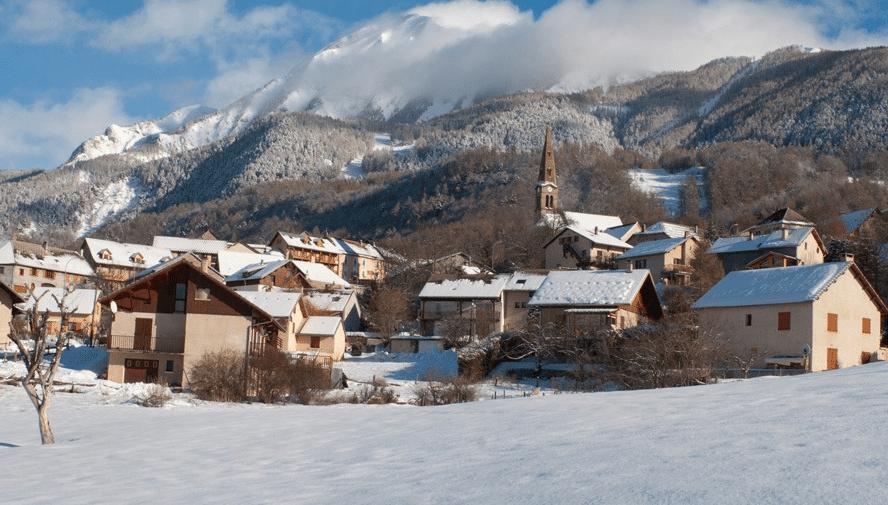 Saint Leger les Mélèzes en hiver