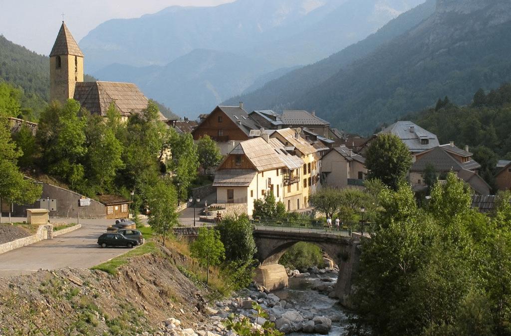 Val Pelens (et le village de Saint-Martin d'Entraunes)